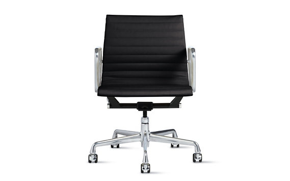 Eames Aluminum Management Chair - Vicenza Leather, Apple - Design ...