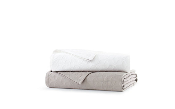 DWR Matelassé Blanket - Full / Queen